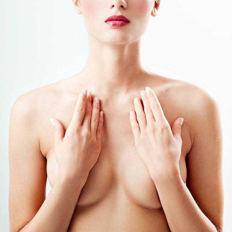 Poitrine cachée pour la Chirurgie mammaire | Dr Petit Chirurgien Esthétique à Paris