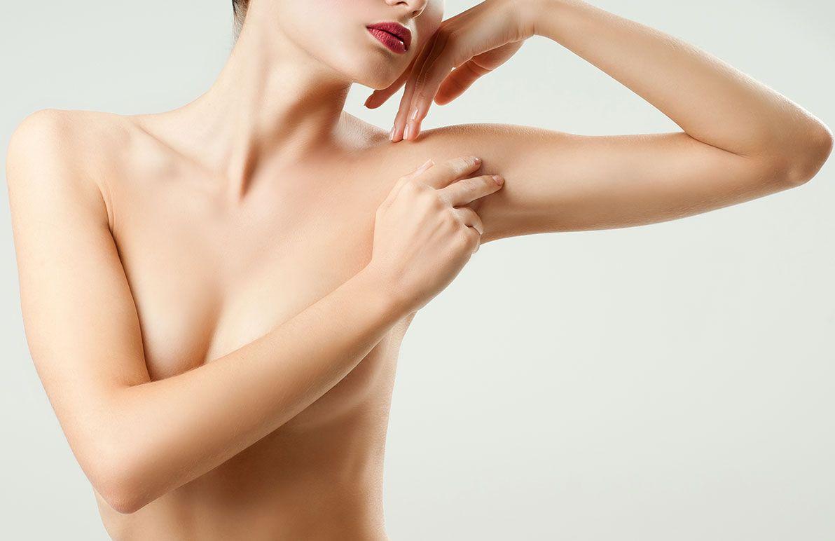 Augmentation mammaire par prothèses avec le Dr Petit, à Paris 8